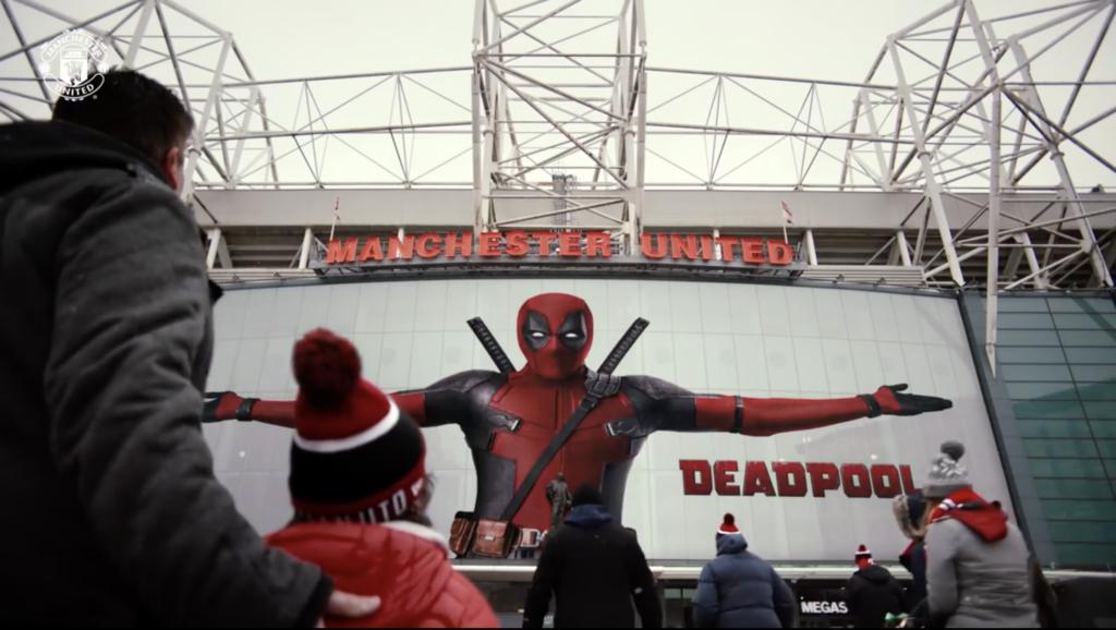 Deadpool fait sa promo à Old Trafford