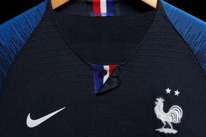 Quelques maillots 2 étoiles Nike de l'Equipe de France de Football en vente avant Noël