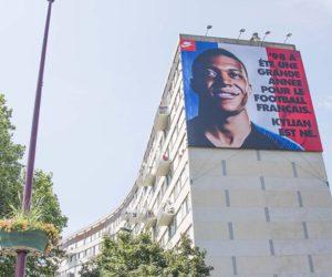 Nike et Mbappé de retour sur la façade d'un immeuble à Bondy suite à la victoire en Coupe du Monde 2018