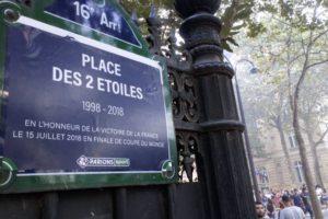 Coupe du Monde 2018 – Quand Volkswagen et FDJ proposent la même activation «Place des Deux Etoiles» pour célébrer la victoire des Bleus