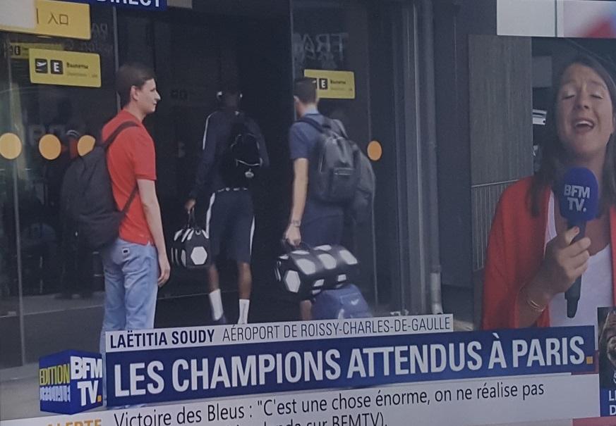 Combien coûte le sac Louis Vuitton noir et blanc des Bleus champions du  monde 2018 - SportBuzzBusiness.fr ad3ddc3d817