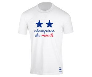 19,90€, le prix du t-shirt collector «Champions du Monde» 2 étoiles de l'Equipe de France porté sur les Champs Elysées par les joueurs
