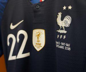 Le Maillot 2 étoiles des Bleus en vente avec le badge de Champion du Monde 2018