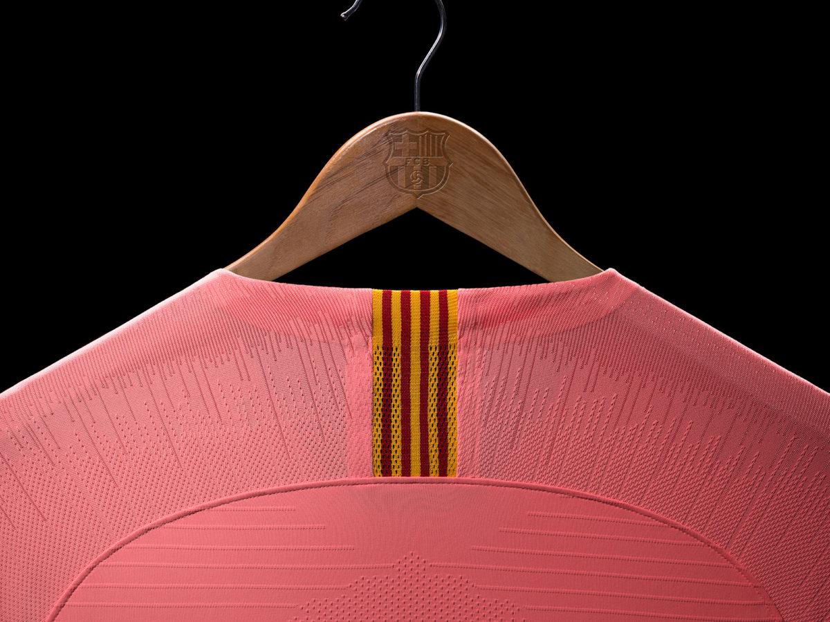 new product 71d4c 7efc4 Un maillot en vent dès à présent sur le shop de Nike au prix de 140€ pour  la version match et 85€ pour le replica.
