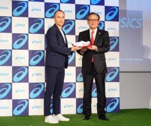 Asics officialise la signature de son partenariat avec Andrés Iniesta