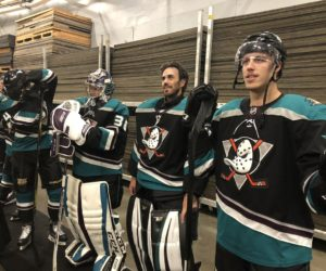 NHL – Le célèbre logo des Mighty Ducks sur le 3ème maillot d'Anaheim cette saison