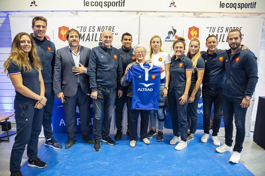 Rugby - Combien coûte le nouveau maillot le coq sportif du XV de France  100% fabriqué en France   - SportBuzzBusiness.fr 6df29612662