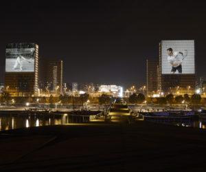 Lacoste célèbre la place de numéro 1 mondial de Djokovic avec une projection nocturne à Paris