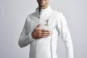 Lacoste célèbre la place de numéro 1 mondial de Novak Djokovic avec une veste «crocodiles dorés»