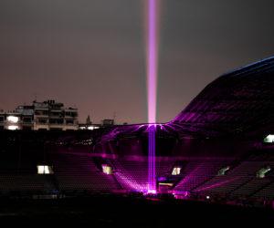 Façon Batman, le Stade Français éclaire le ciel parisien avec le «Pink Signal»