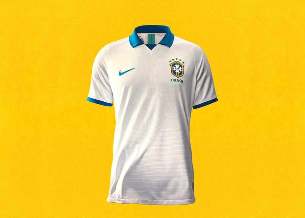 5f7420f078 Un maillot blanc et bleu du Brésil hommage aux joueurs qui ont posé les  bases de la Seleção il y a 100 ans en vente sur le shop de Nike au prix de  ...