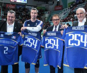 Volley – Errea célèbre la carrière d'Hubert Henno avec un maillot collector