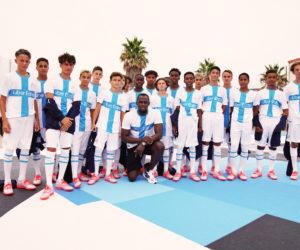 Usain Bolt dévoile le 4ème maillot de l'Olympique de Marseille conçu par Puma pour les 120 ans du club