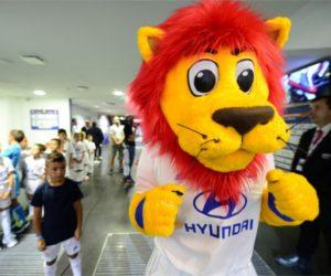 L'Olympique Lyonnais s'offre une «nouvelle» mascotte (Lyou) conçue par Popcorn Live