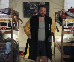 Fan Experience – Une chambre à coucher installée dans un «Sports bar» (Buffalo Wild Wings) pour les débuts de la March Madness