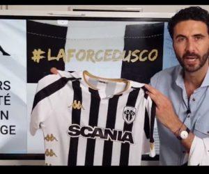 Kappa fait appel au journaliste Alexandre Ruiz pour dévoiler les nouveaux maillots 2020-2021 d'Angers SCO