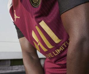 Le PSG dévoile son nouveau maillot Third «bordeaux-or-blanc-noir» floqué du logo Jordan pour la saison 2020-2021