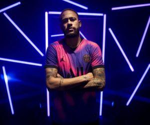 Le PSG dévoile son 4ème maillot «rose-violet» inspiré de la voie lactée (Jordan Brand)