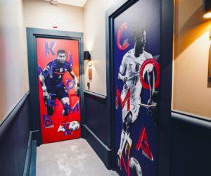 Design – Qui se cache derrière l'habillage des portes de chambres des joueurs de l'Equipe de France à Clairefontaine ?