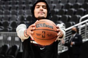 Wilson présente le nouveau ballon officiel de la NBA