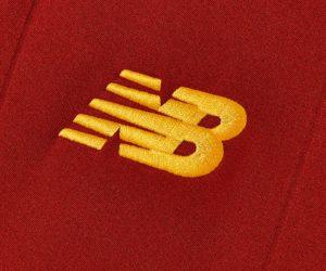 L'AS Roma dévoile son nouveau maillot 2021-2022 conçu par New Balance et floqué du sponsor Digitalbits