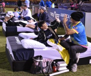 Activation – Des matelas installés en bord pelouse pour les matchs du Las Vegas Lights FC